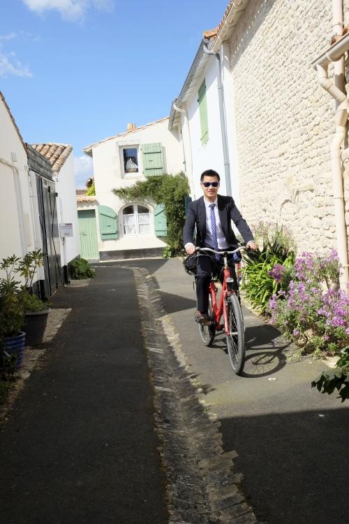Direction l'église à vélo :)
